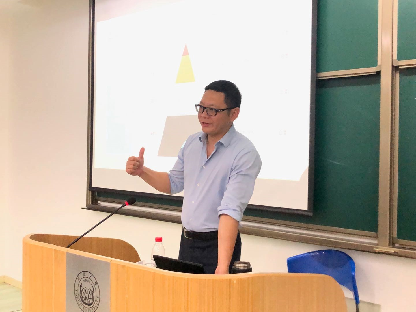 Lecture on Study Abroad Planning Successfully Held for Students in Tongji SEM